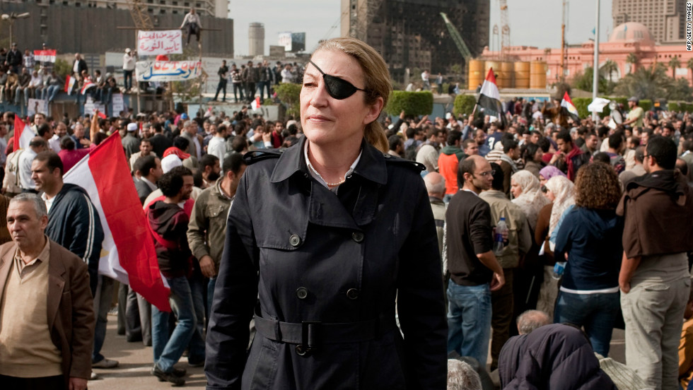 Journalist Marie Colvin died trying to get her shoes, her paper reports