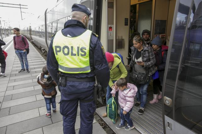 Sweden and Denmark extends border controls preventing refugee flow