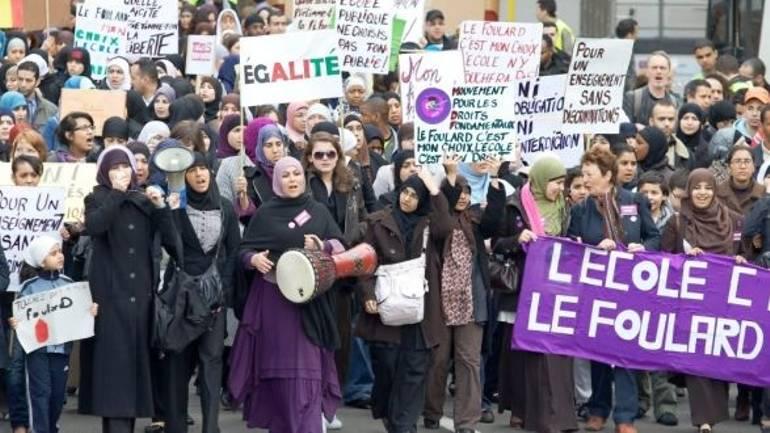 Belçika'da Türk anneye ırkçı bir veli saldırdı