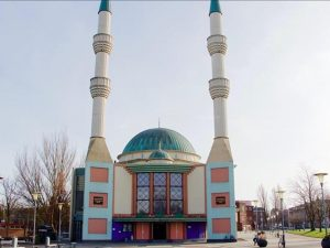 Hollanda'da camiye tehdit
